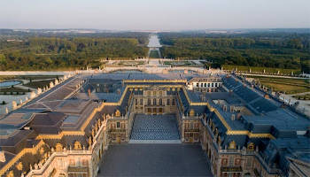 Private guided tour of the Palace of Versailles & Marie-Antoinette's Estate with queue-closing access full day